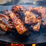 【超簡単キャンプ料理】スペアリブの焚き火グリル/Fire Spare ribs【レシピ 作り方】