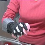 キッチンリセット 黒いゴム手袋 スポンジ 音 食器を洗う 主婦 平日 毎日