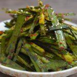 """【韓国料理レシピ】韓国の焼き肉屋さんの味""""ニラムチム""""の作り方 甘辛いニラが肉と相性抜群 焼肉には欠かせない1品 焼肉野菜レシピ ニラキムチ作り方、ニラキムチレシピ、韓国ニラ"""